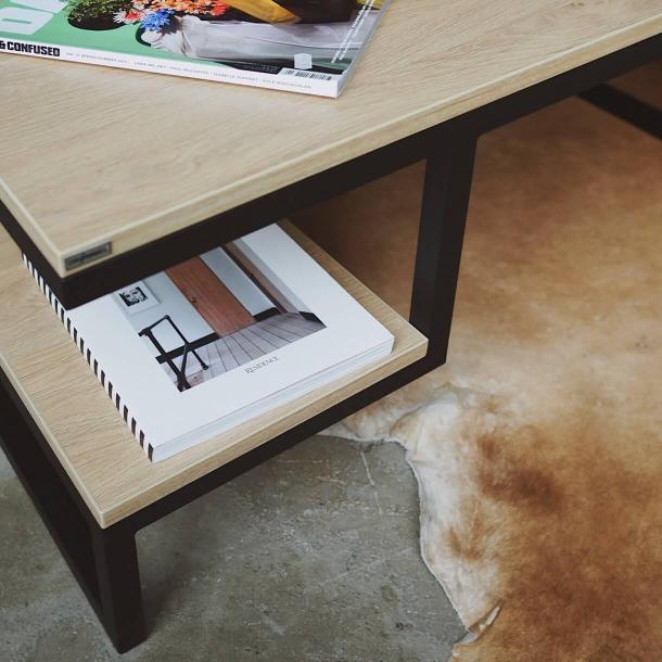 Журнальний столик з поличкою
